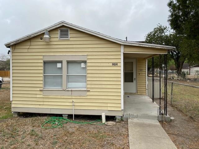 904 E Henrietta Ave, Kingsville, TX 78363