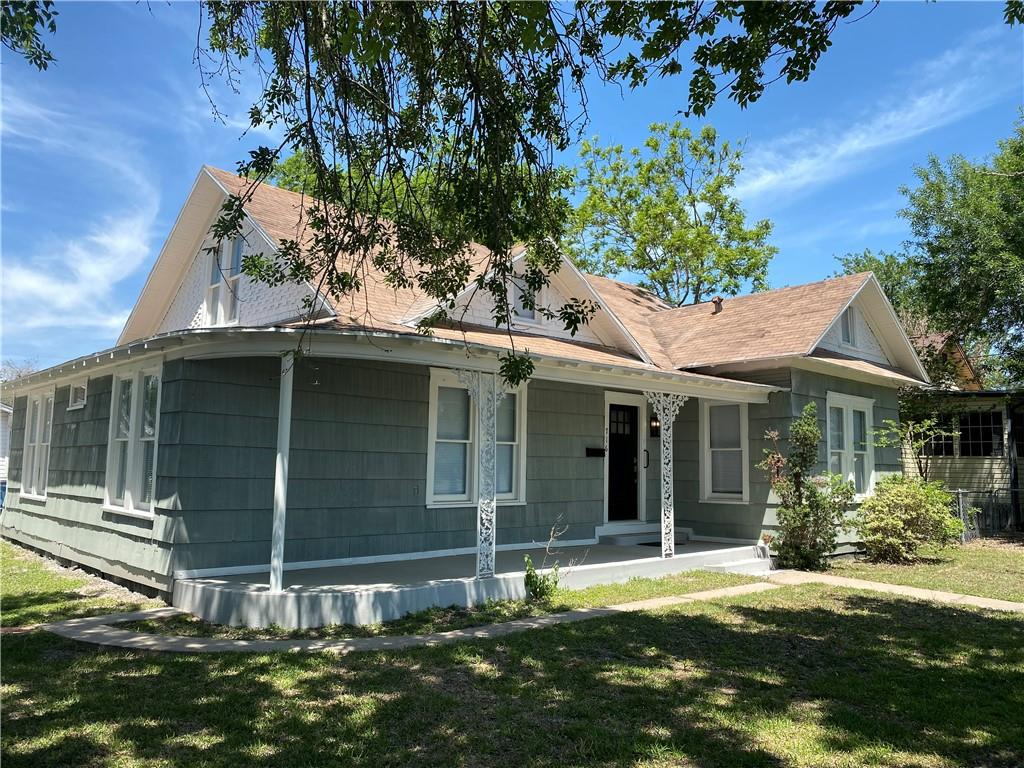 716 W Merriman St, Sinton, TX 78387