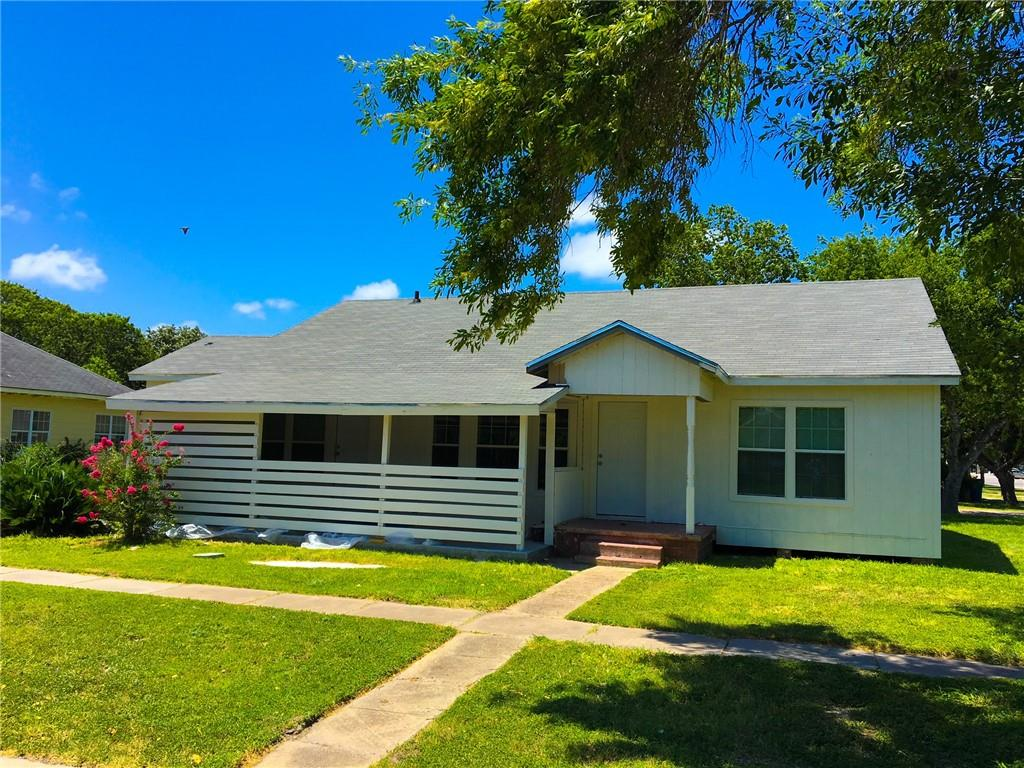 200 W Merriman St, Sinton, TX 78387
