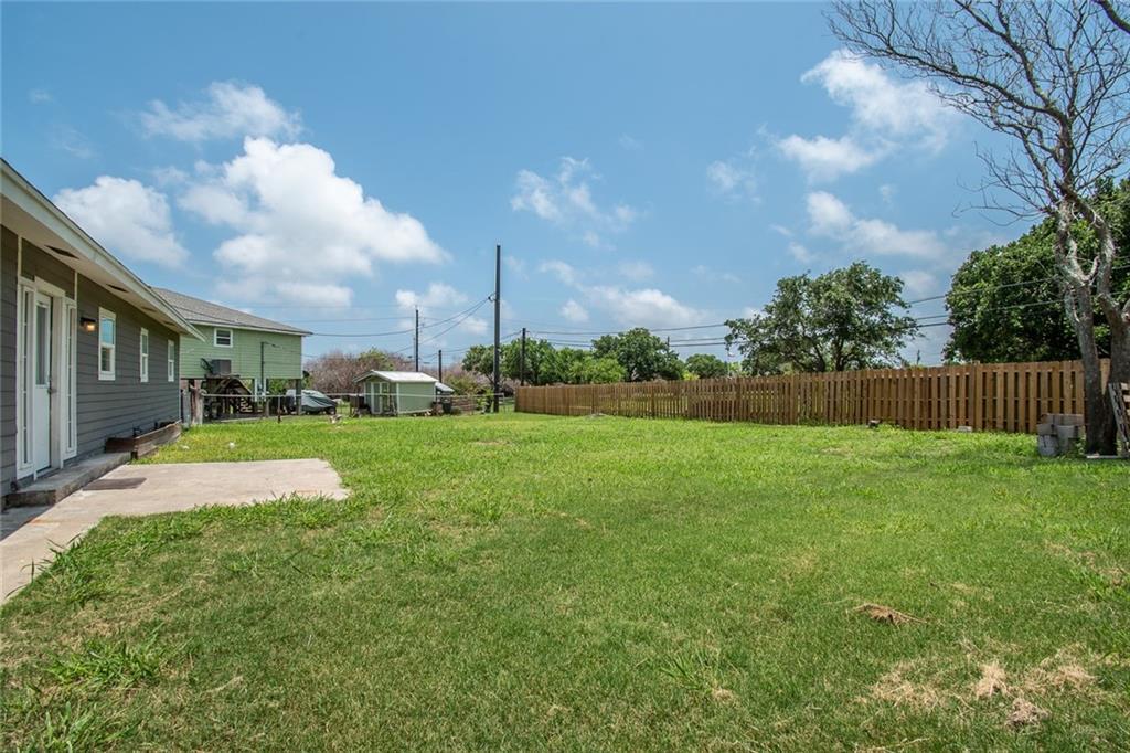 215 Juniper Dr, Corpus Christi, TX 78418