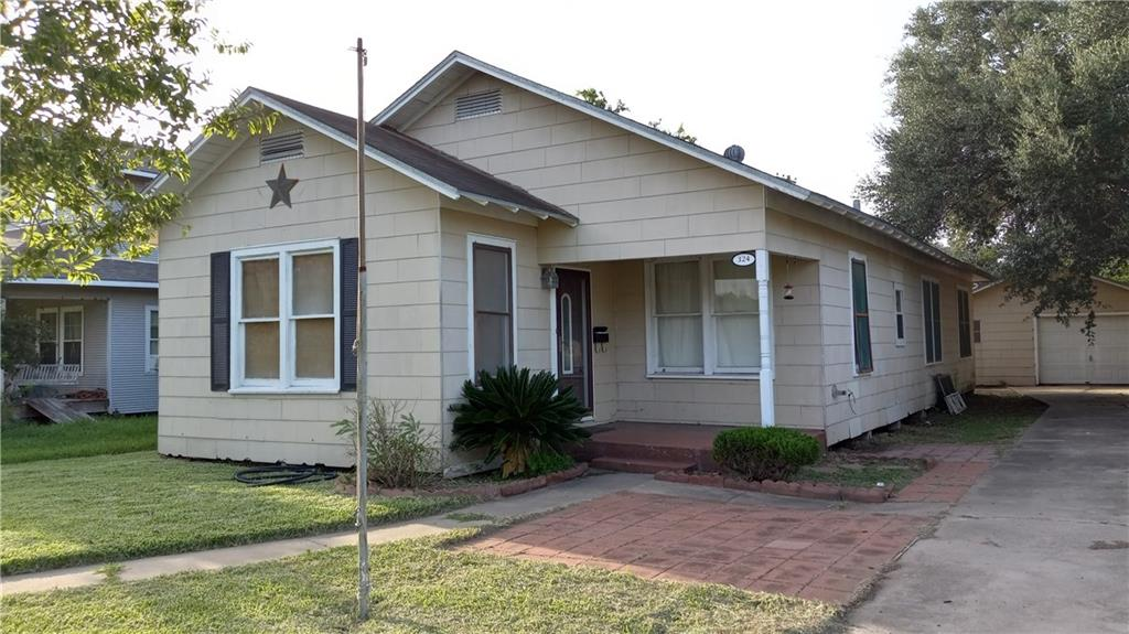 324 E Warren Ave, Kingsville, TX 78363
