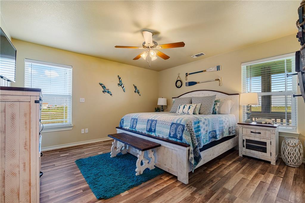 241 Sailfish Dr, Rockport, TX 78382