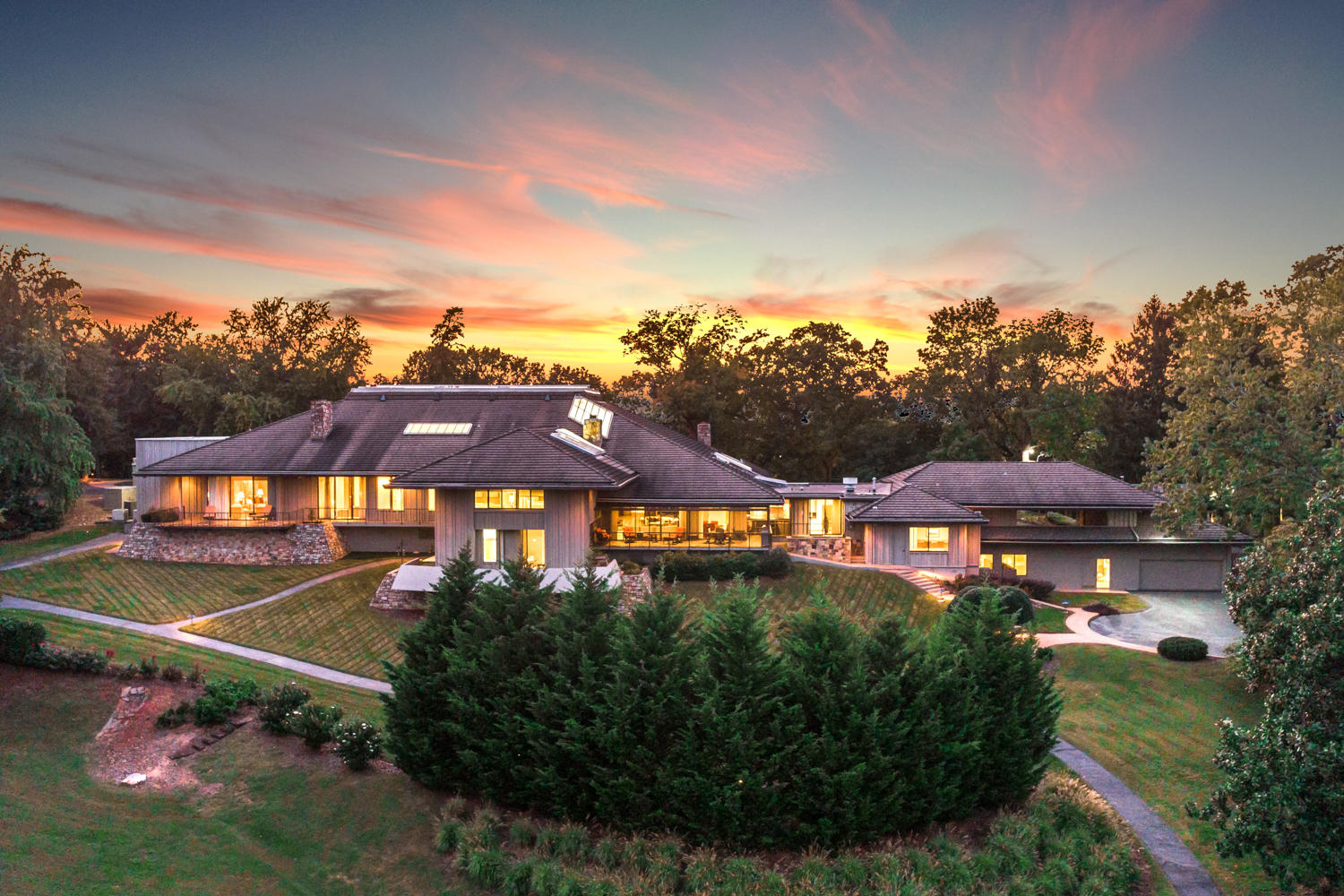 240 S Crest Rd, Chattanooga, TN 37404