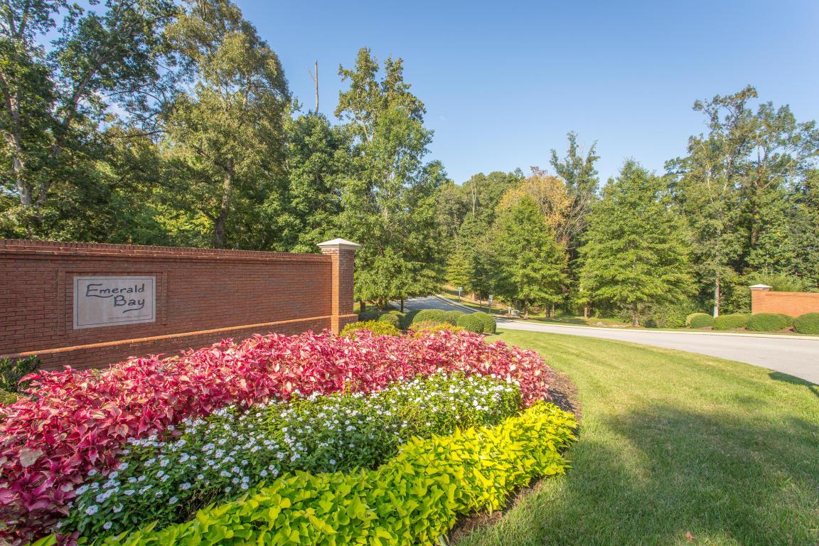 1471 Emerald Pointe Dr, Soddy Daisy, TN 37379