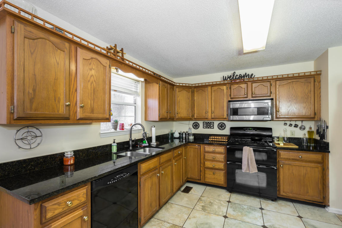 6816 Ridge Creek Dr, Ooltewah, TN 37363
