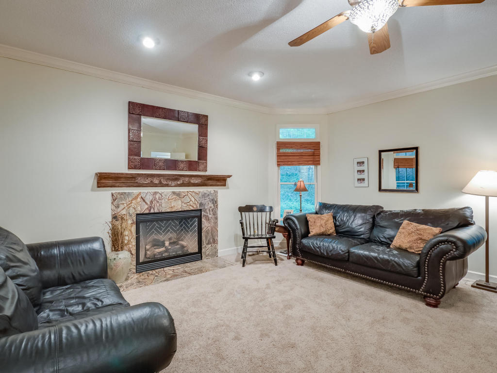 2 Fireside Way, Signal Mountain, TN 37377