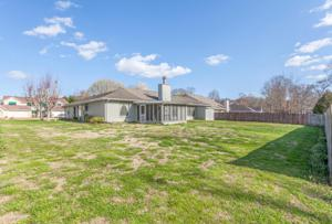 1236 Village Green Dr, Hixson, TN 37343