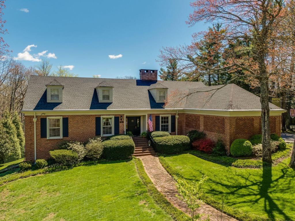 156 Fort Stephenson Pl, Lookout Mountain, TN 37350