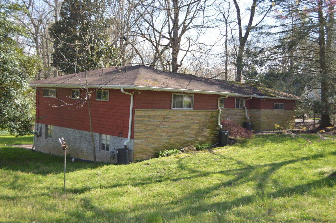 1516 James Blvd, Signal Mountain, TN 37377