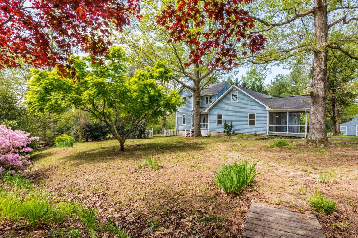 156 Mountain Meadows Rd, Lookout Mountain, GA 30750