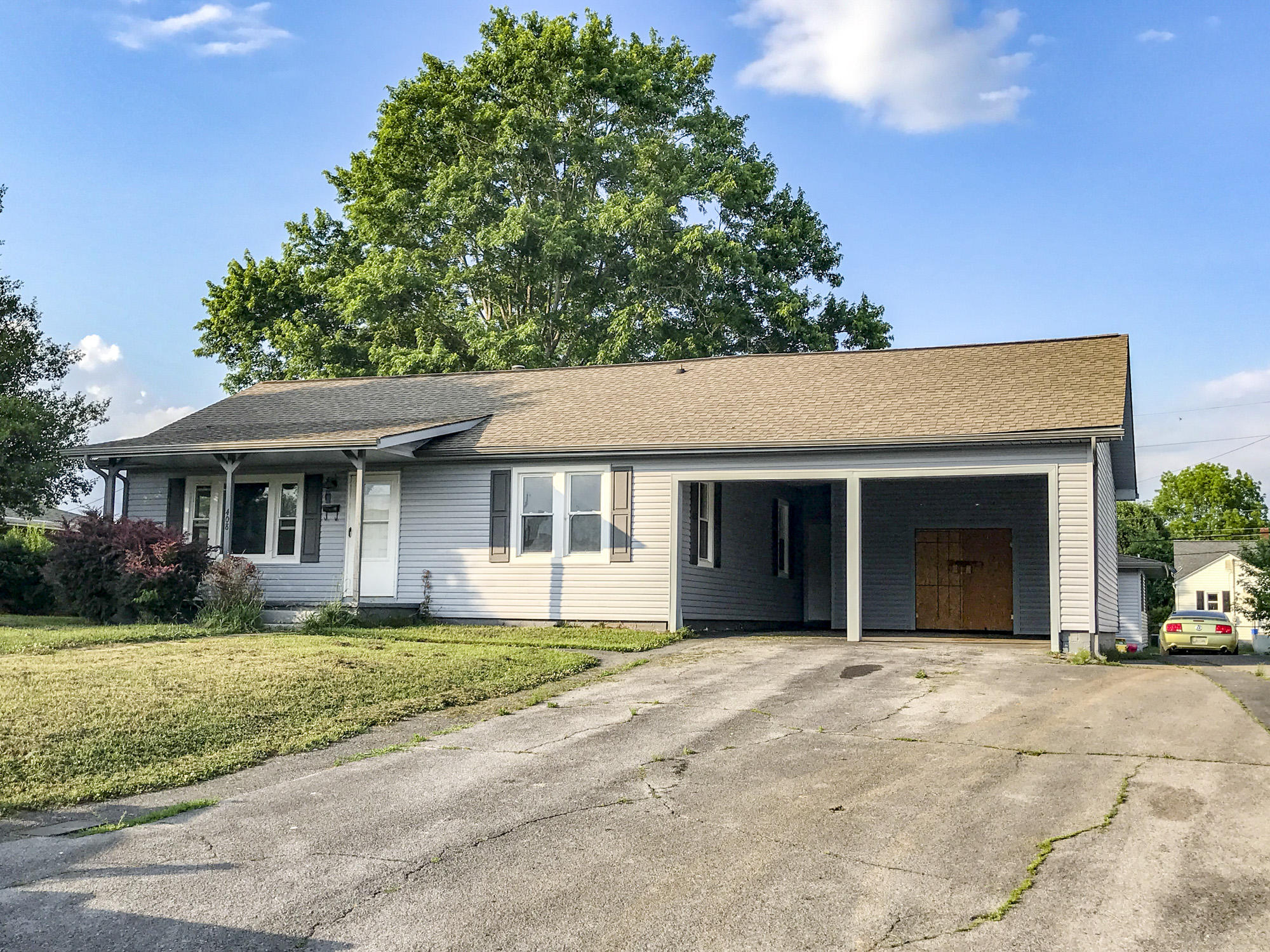 408 9th St, Newport, TN 37821