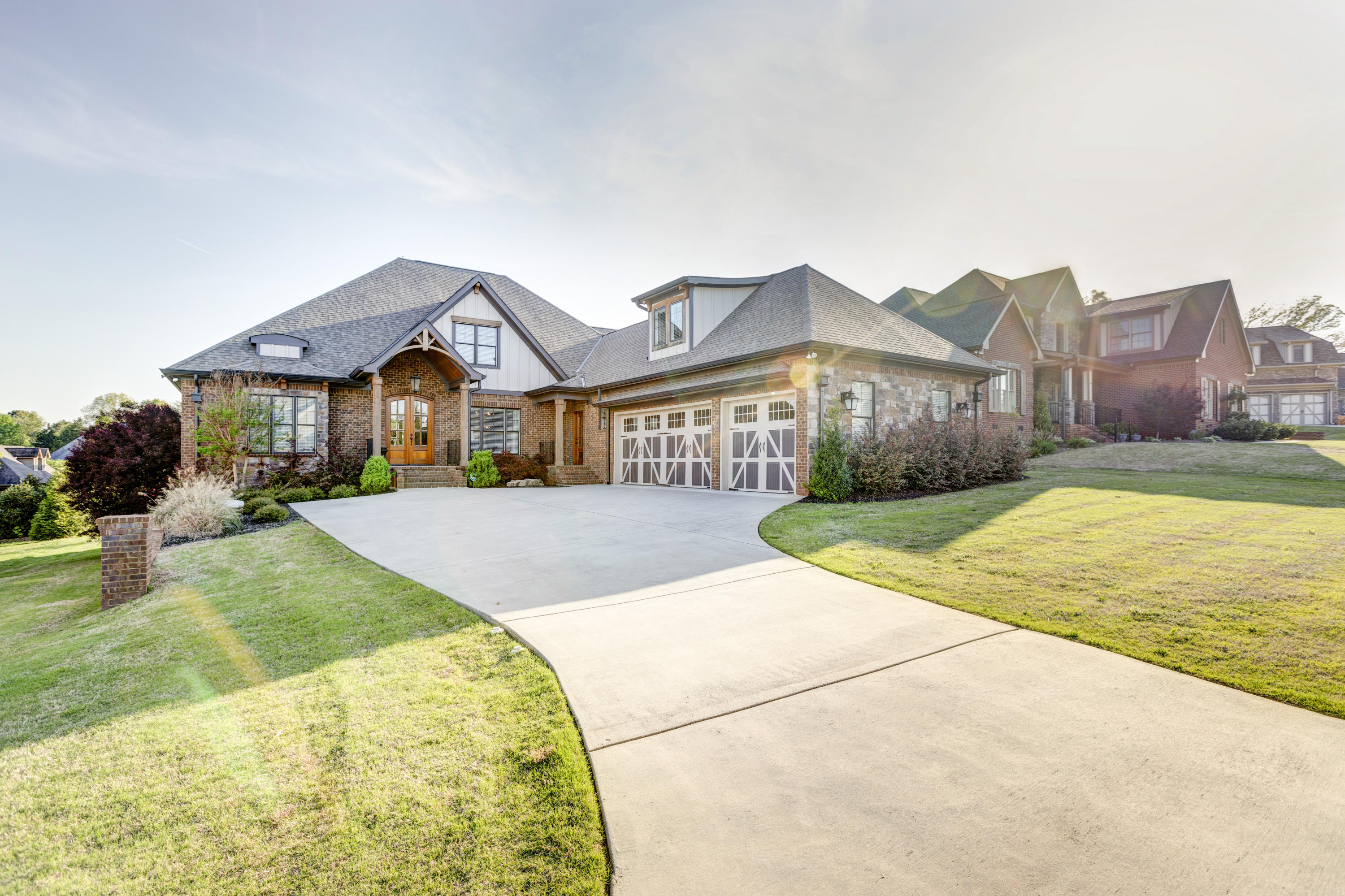 8054 Hampton Cove Dr, Ooltewah, TN 37363