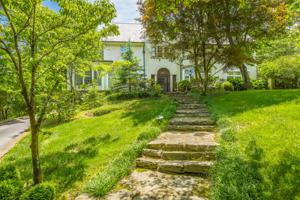 701 W Brow Rd, Lookout Mountain, TN 37350