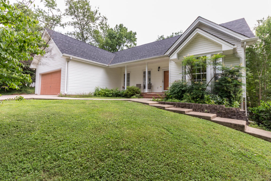 2424 Horseshoe Dr, Soddy Daisy, TN 37379
