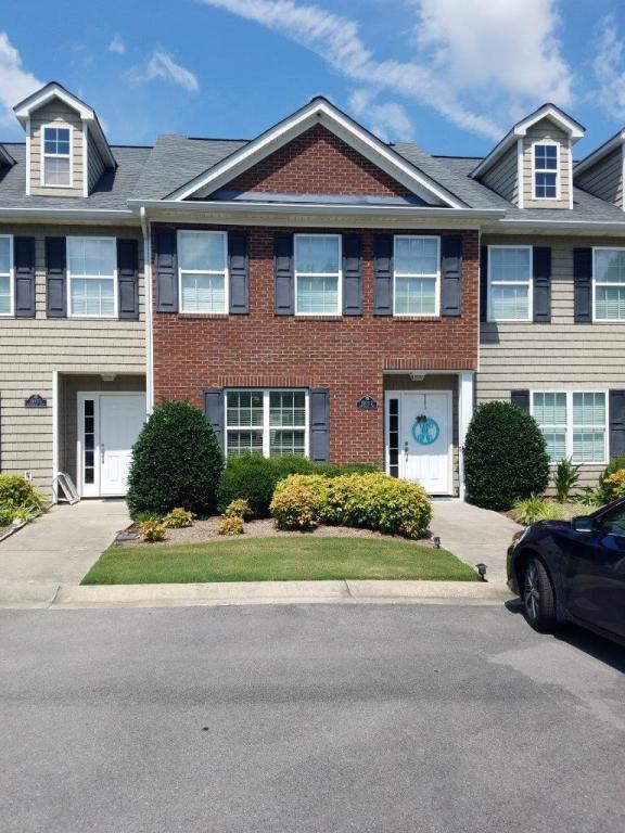 1503 Bentgrass Ln, Dalton, GA 30721