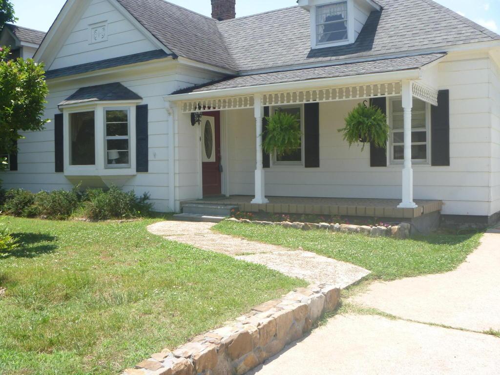 1003 Hood Ave, Chickamauga, GA 30707