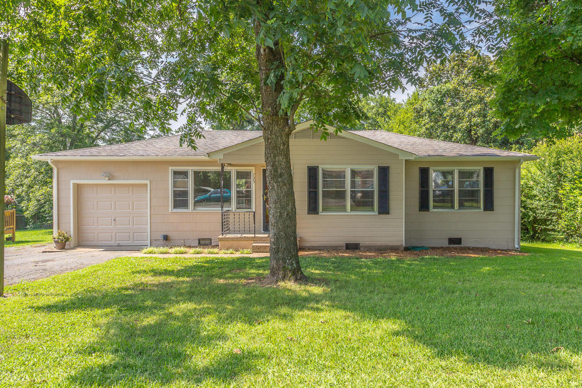725 Cherokee Tr, Rossville, GA 30741