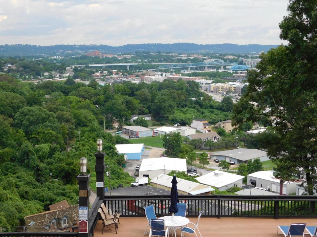 1131 Stringers Ridge Rd, Chattanooga, TN 37405