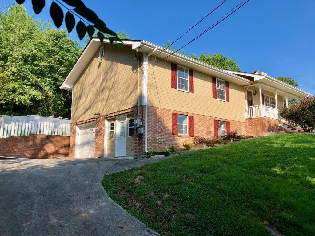 464 Hickory St, Ringgold, GA 30736