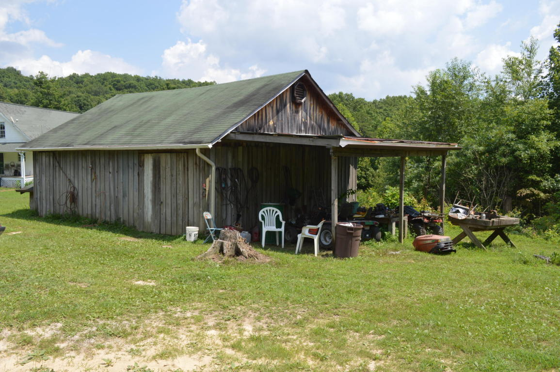 391 Honeysuckle Ln, Crossville, TN 38572