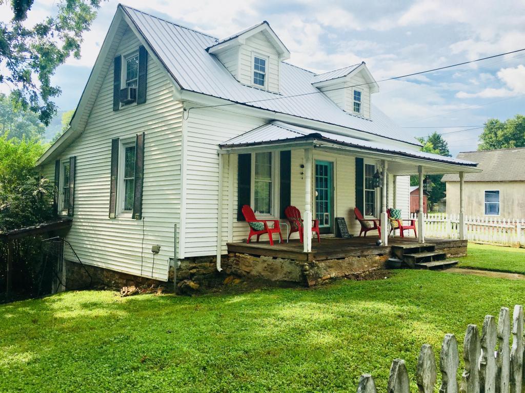 11287 S Oak St, Soddy Daisy, TN 37379