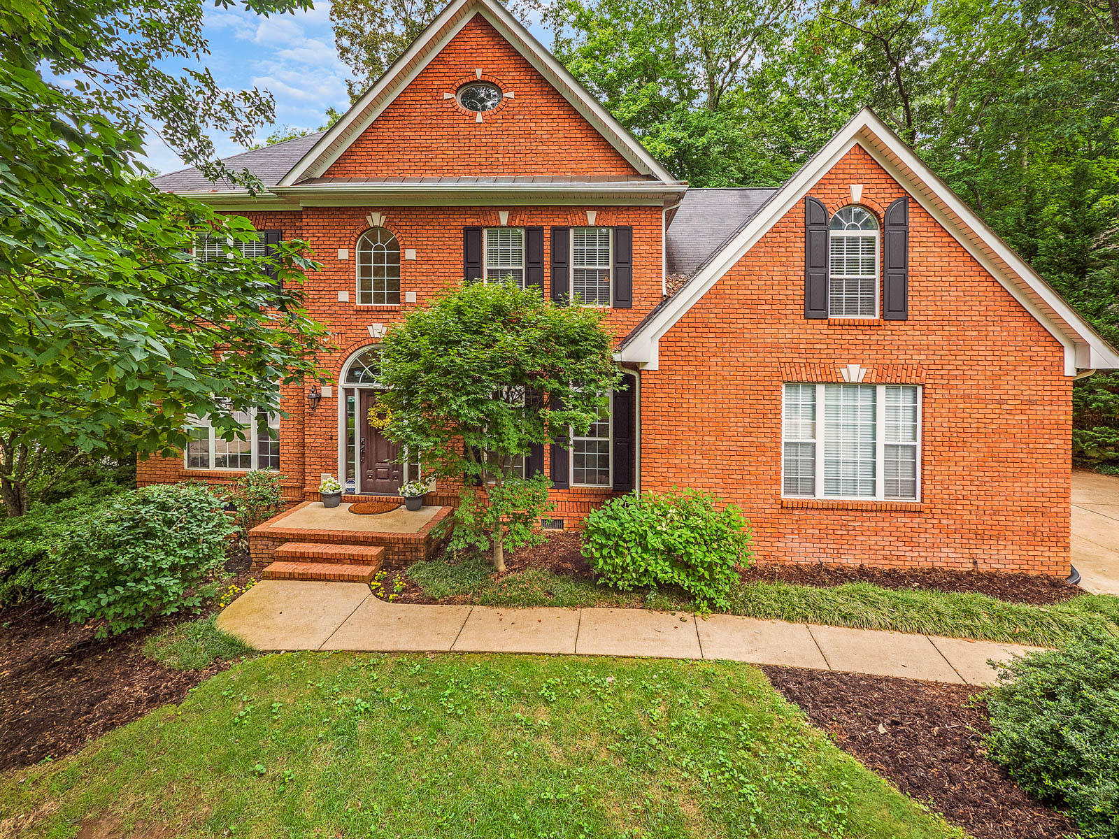 2307 Covington Cove Ln, Signal Mountain, TN 37377