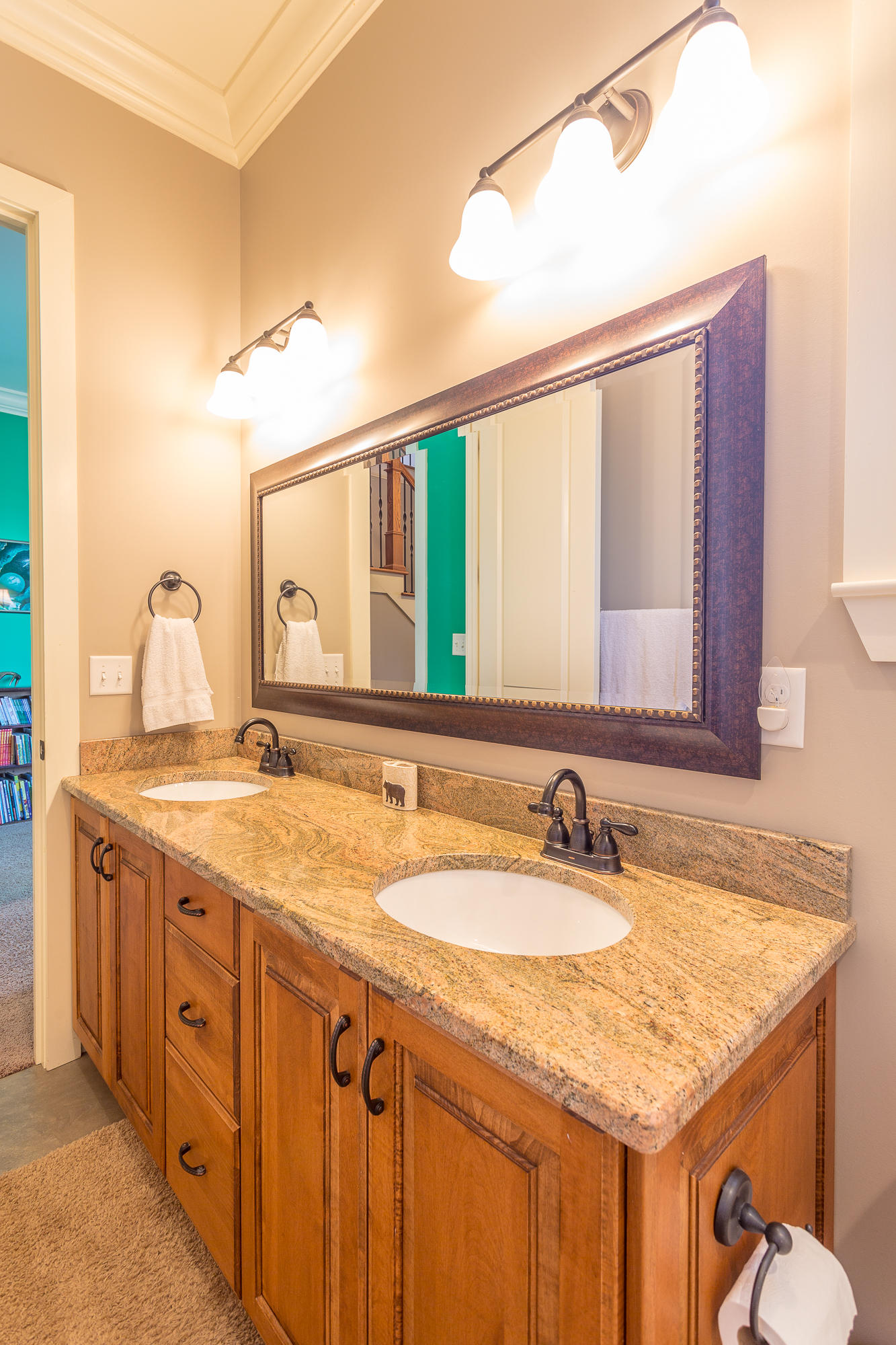 527 Lookout Crest Ln, Lookout Mountain, GA 30750