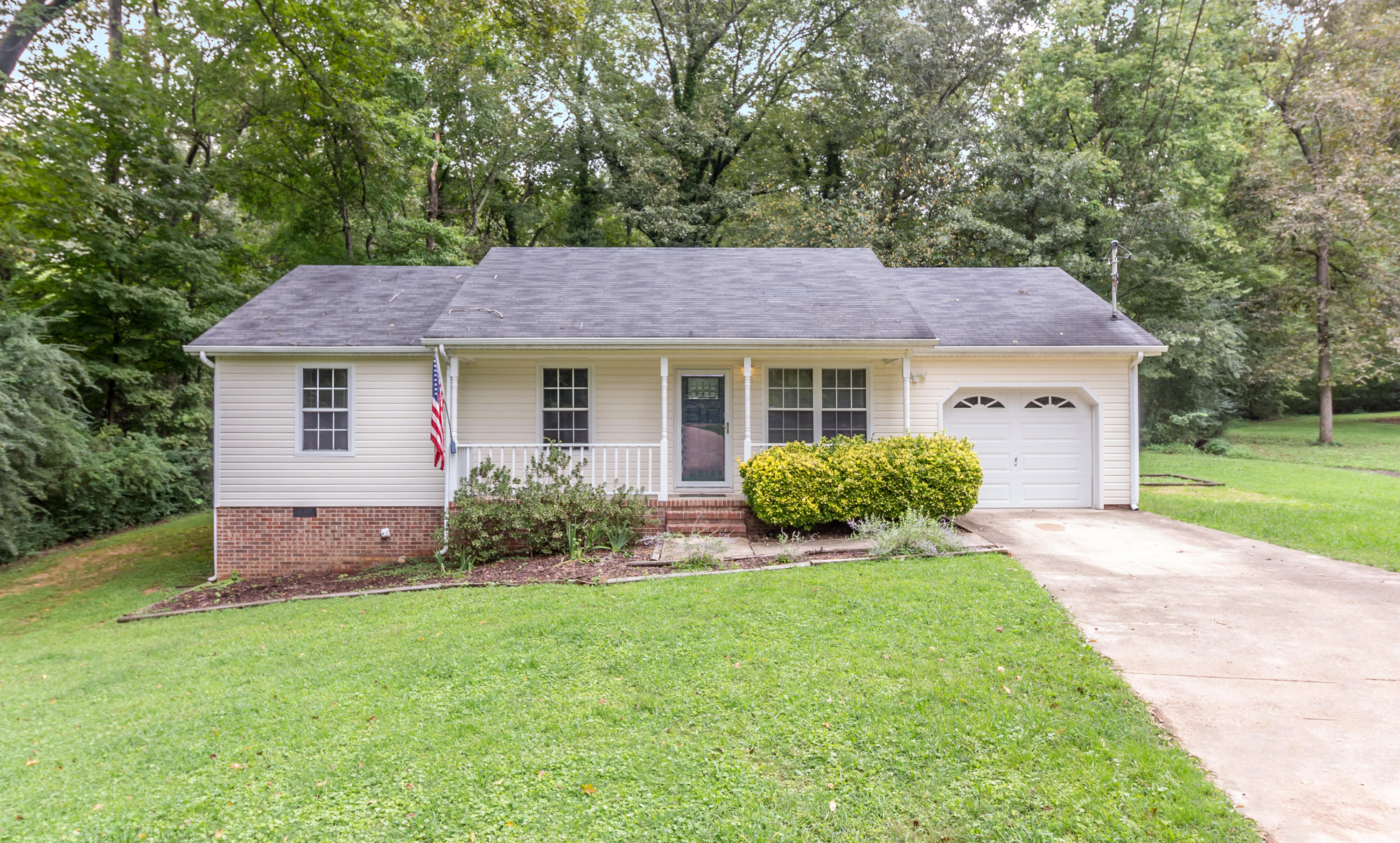 5768 N Morgan Ln, Chattanooga, TN 37415