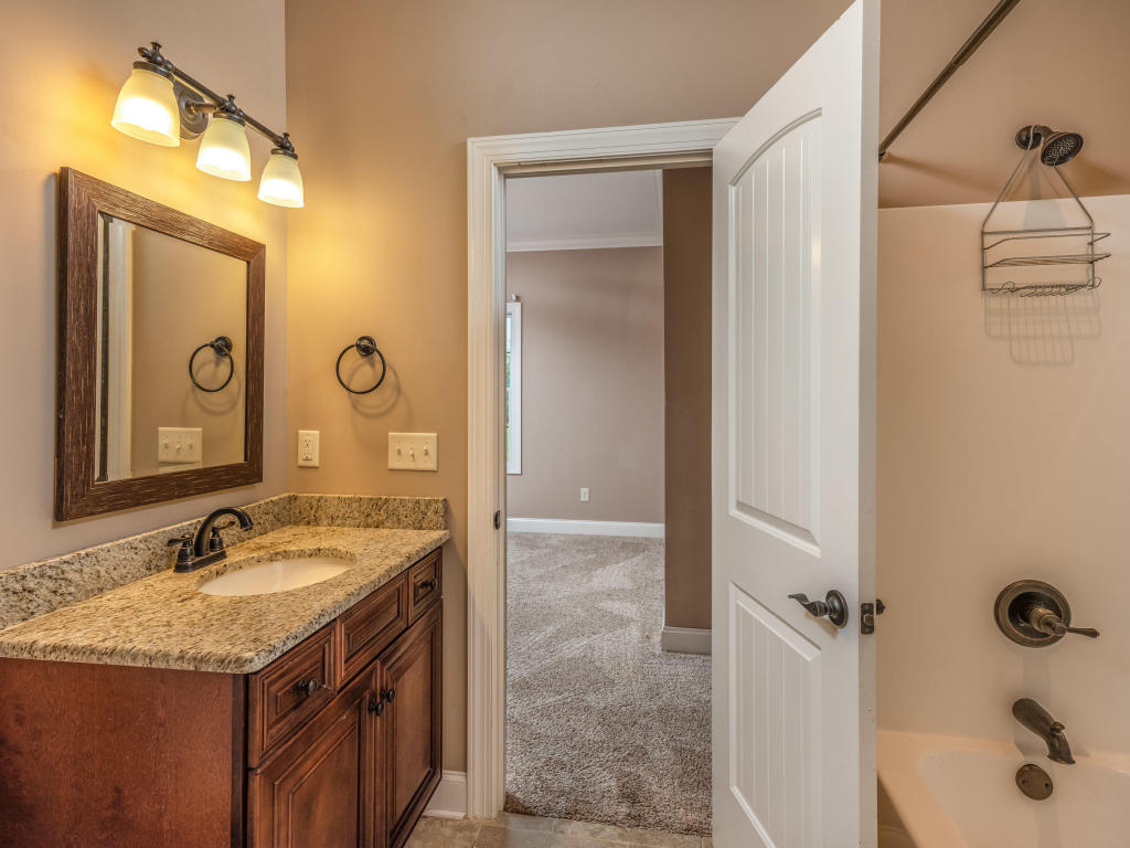 2674 Enclave Bay Dr, Chattanooga, TN 37415