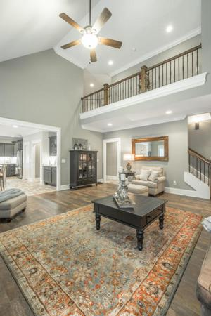 2106 River Watch Dr, Soddy Daisy, TN 37379