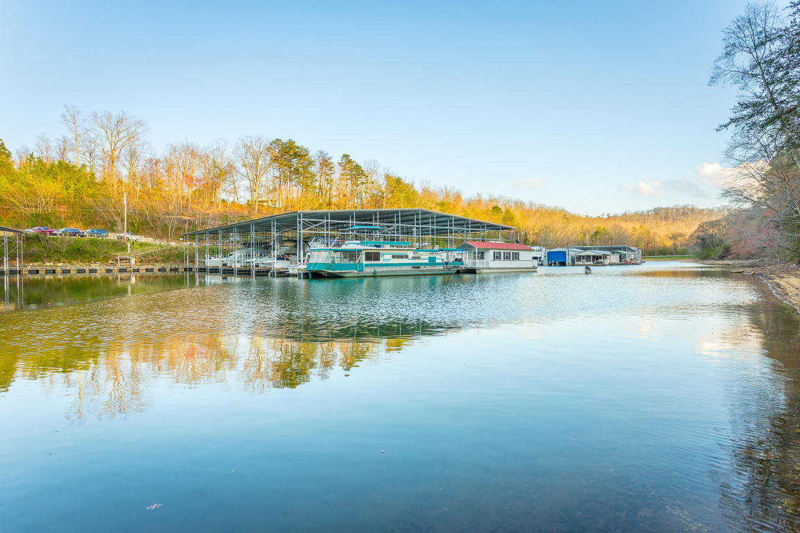 2114 River Watch Dr, Soddy Daisy, TN 37379