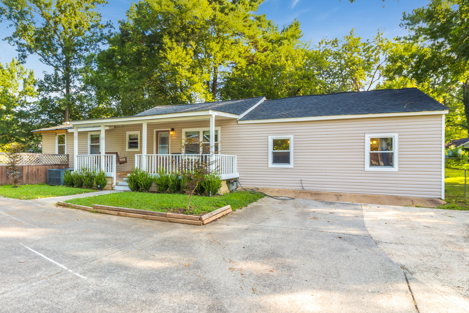 467 Page Rd, Rossville, GA 30741