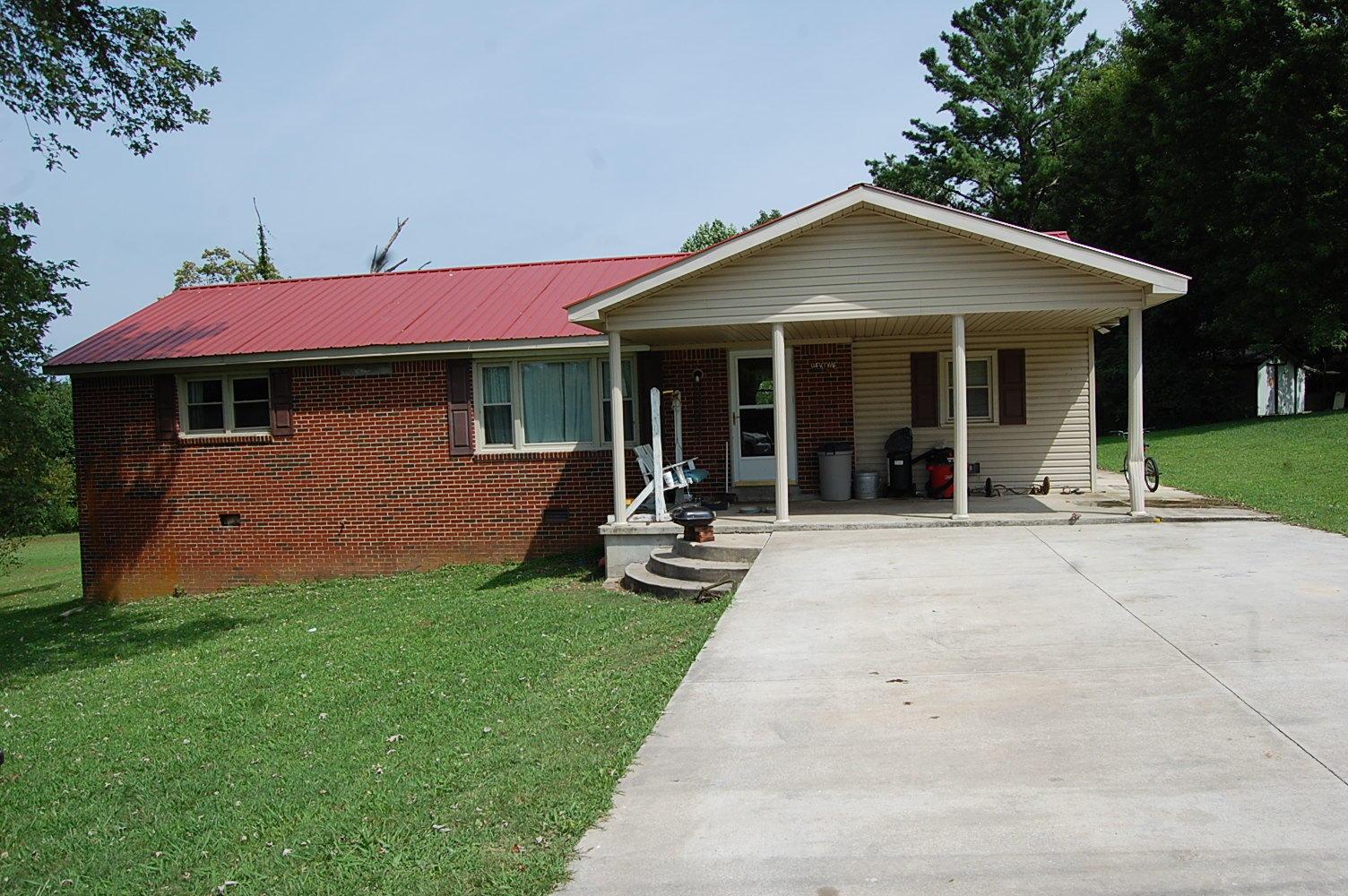 97 Mccoy St, Spencer, TN 38585