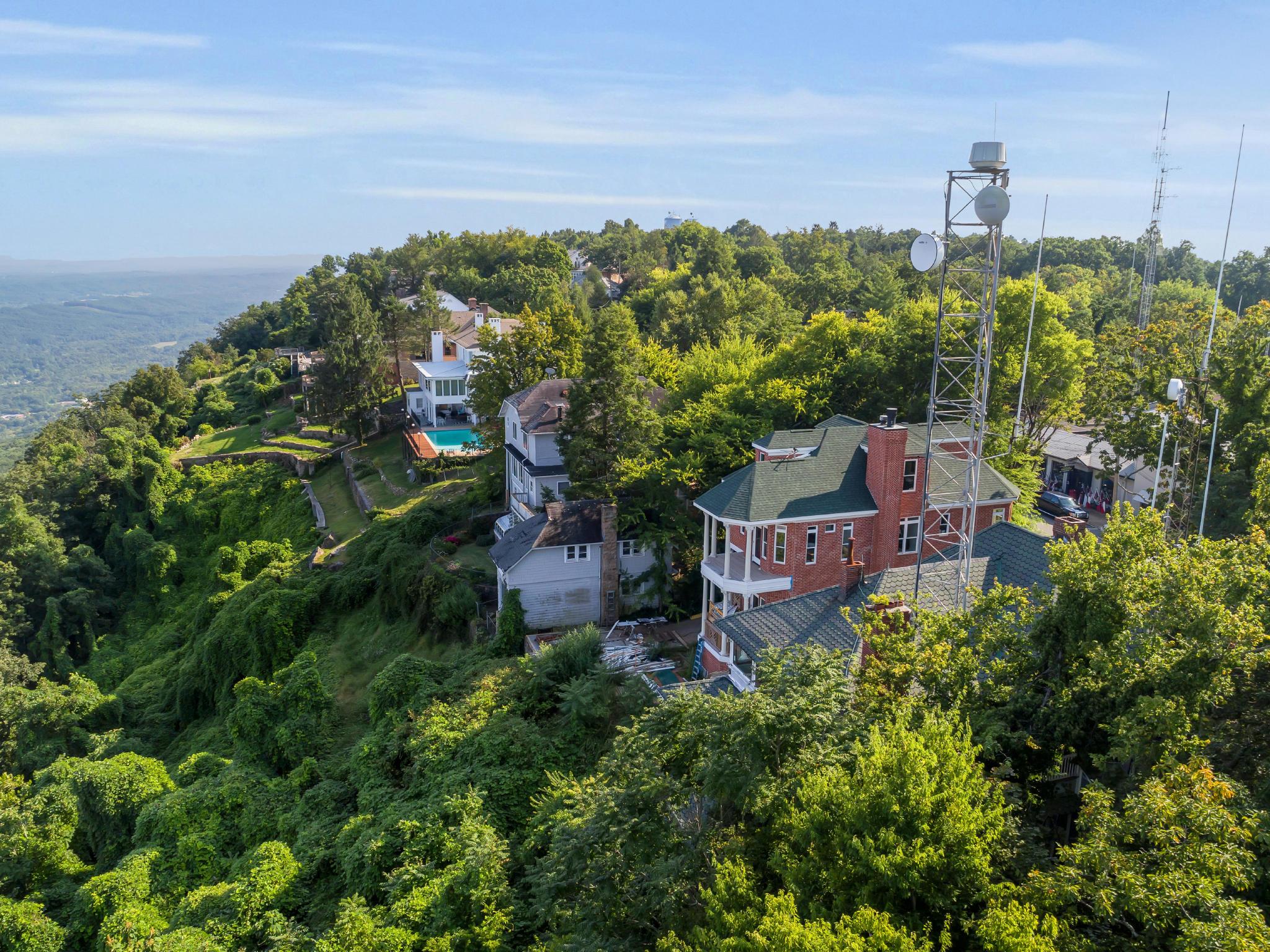 1115 E Brow Rd, Lookout Mountain, TN 37350