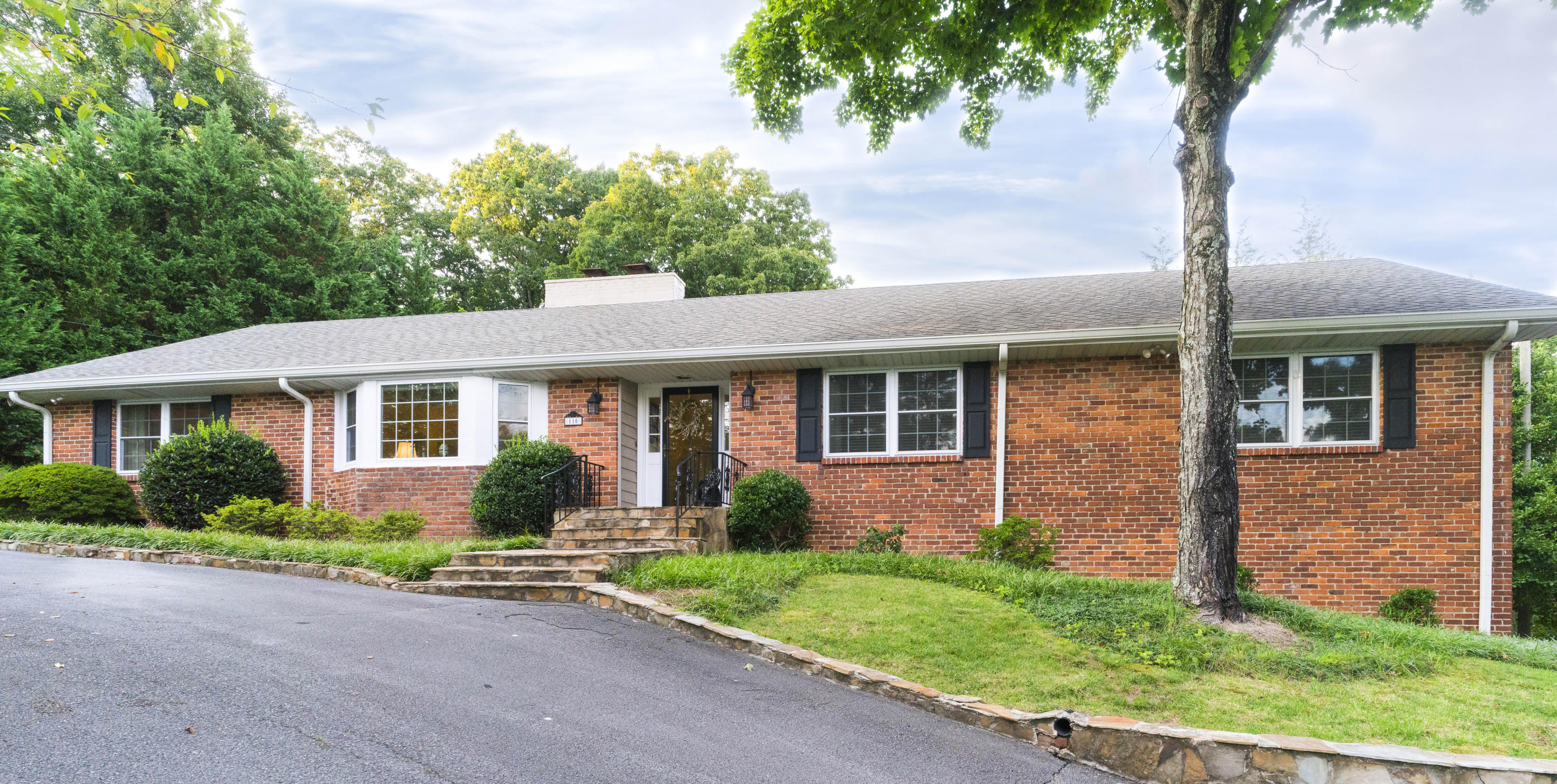 110 Whiteside St, Lookout Mountain, TN 37350