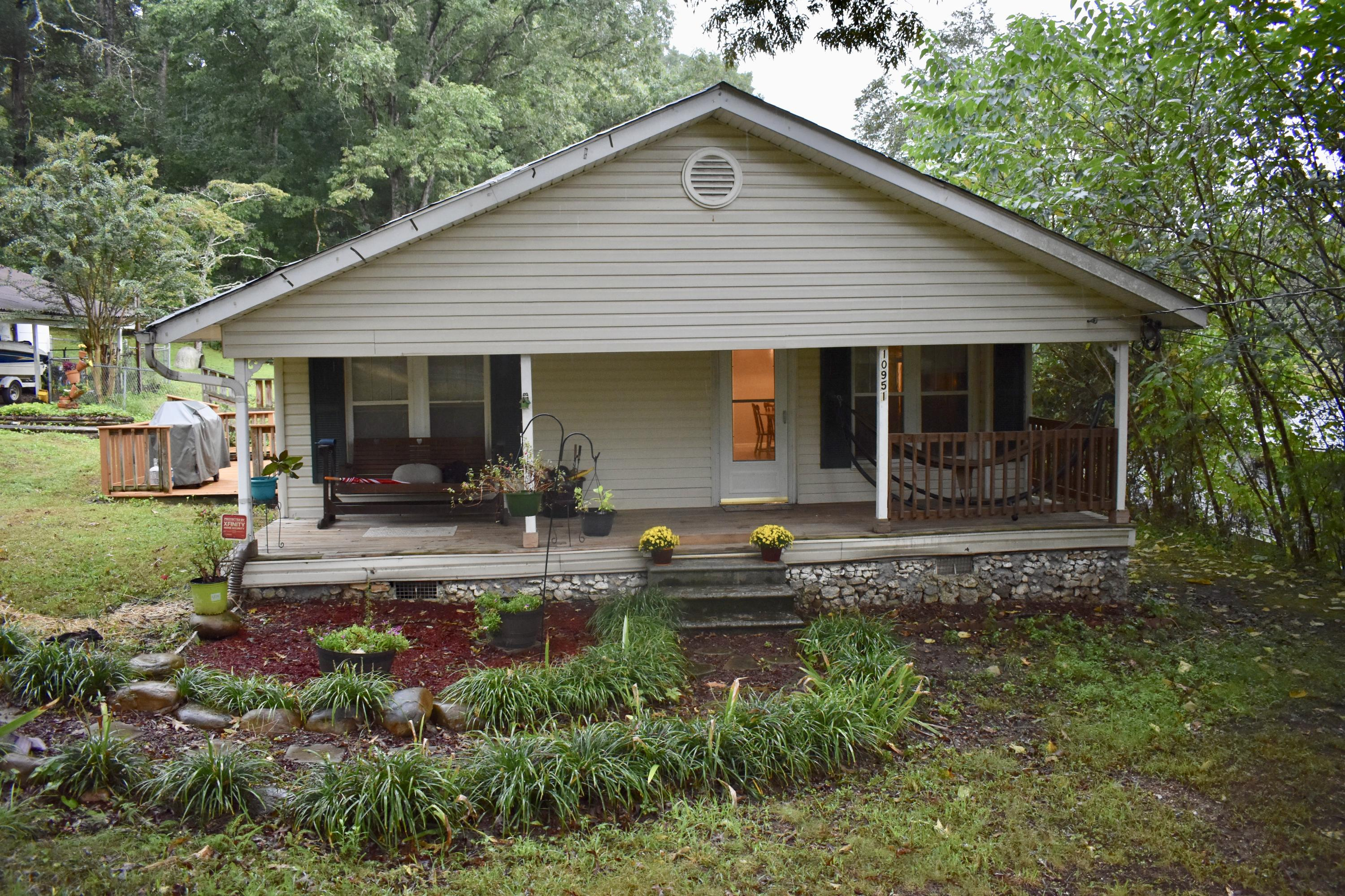 10951 Hixson Pike, Soddy Daisy, TN 37379