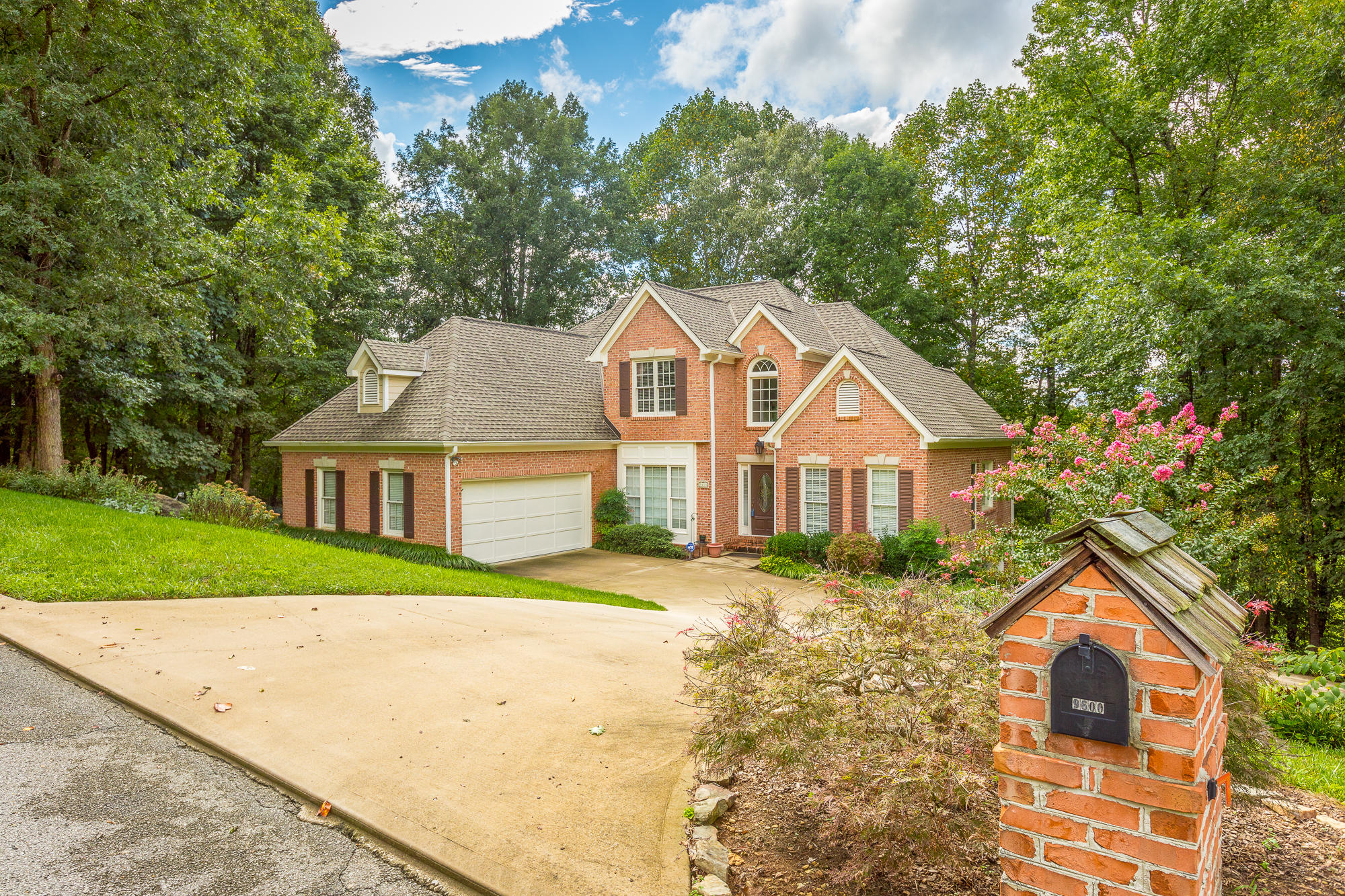 9600 Thornberry Dr, Ooltewah, TN 37363