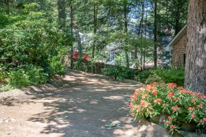 611 W Sunset Rd, Lookout Mountain, TN 37350