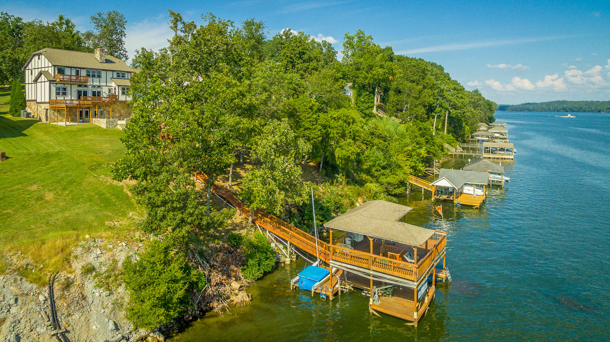 1826 Oak Cove Dr, Soddy Daisy, TN 37379