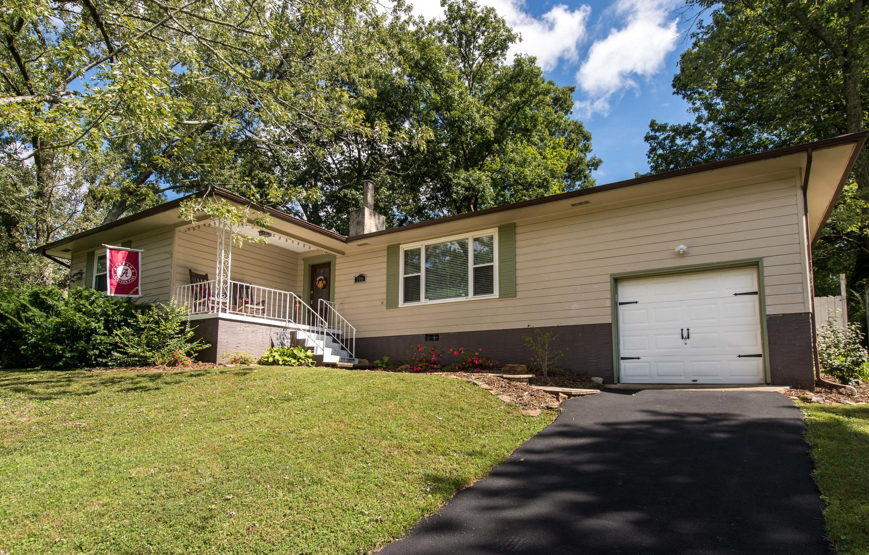 206 Sunnybrook Tr, Signal Mountain, TN 37377