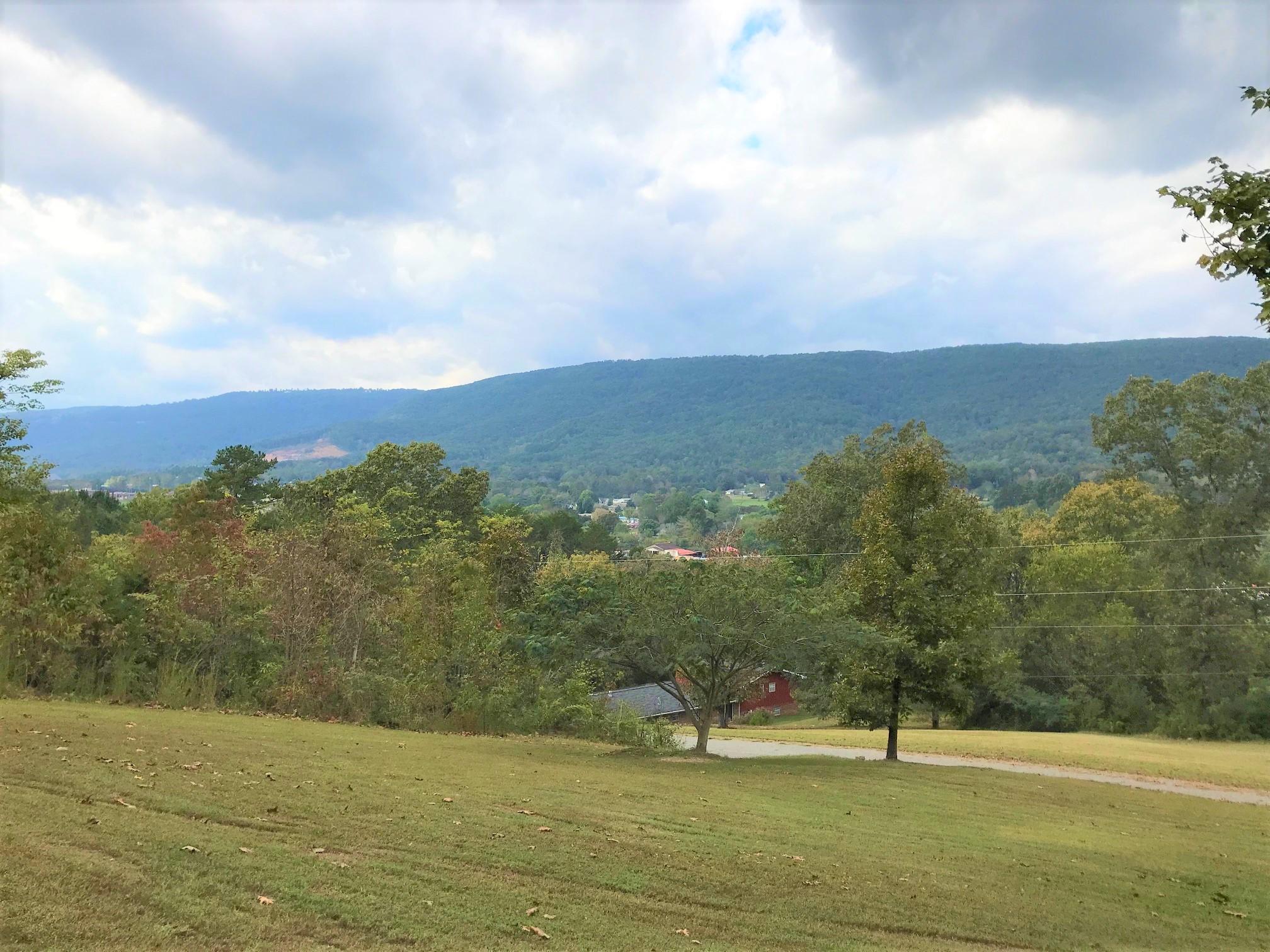 64 Hill Dr, Dunlap, TN 37327