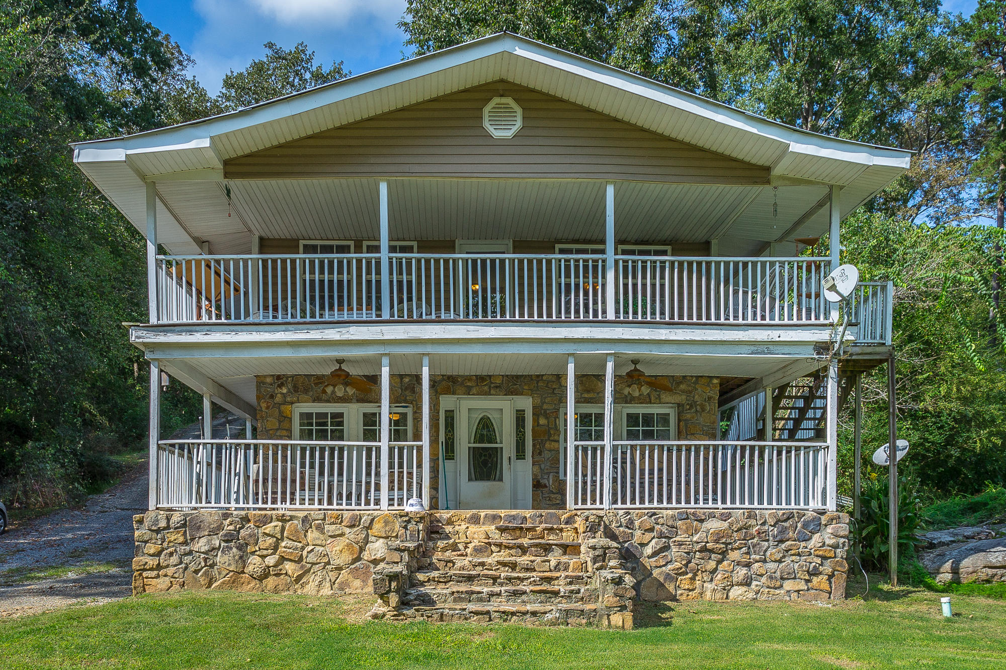 11114 Mullins Cove Rd, Whitwell, TN 37397