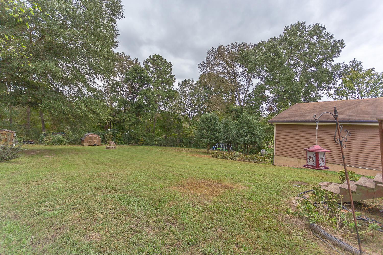 102 Walthall Ave, Chickamauga, GA 30707