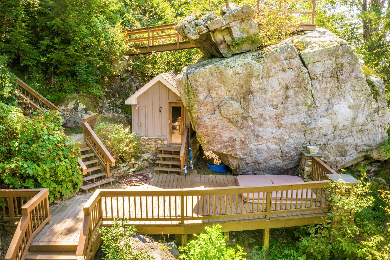 82 Stonesthrow Ln, Lookout Mountain, GA 30750