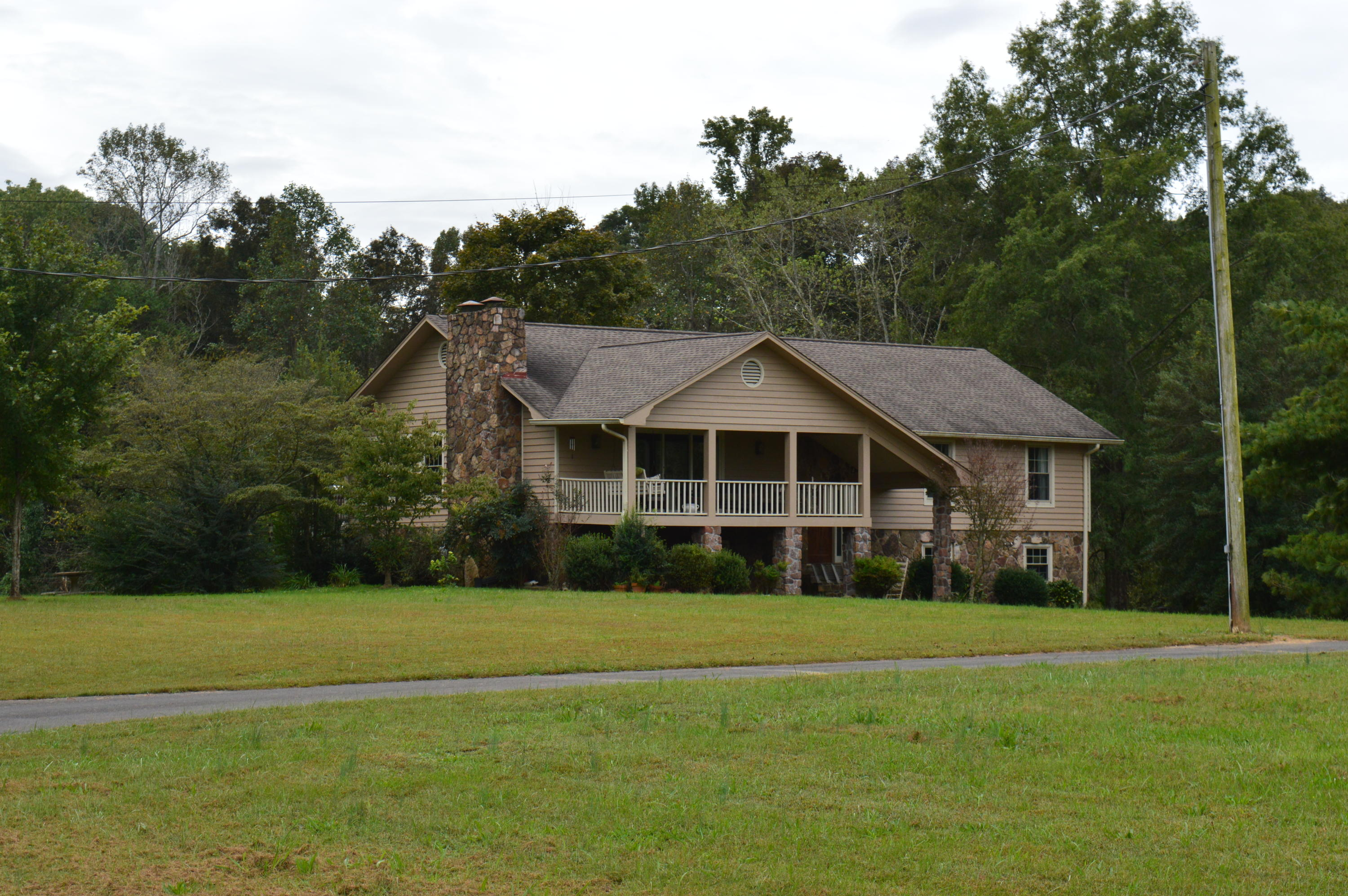 1026 Se Red Hill Valley Rd, Cleveland, TN 37323