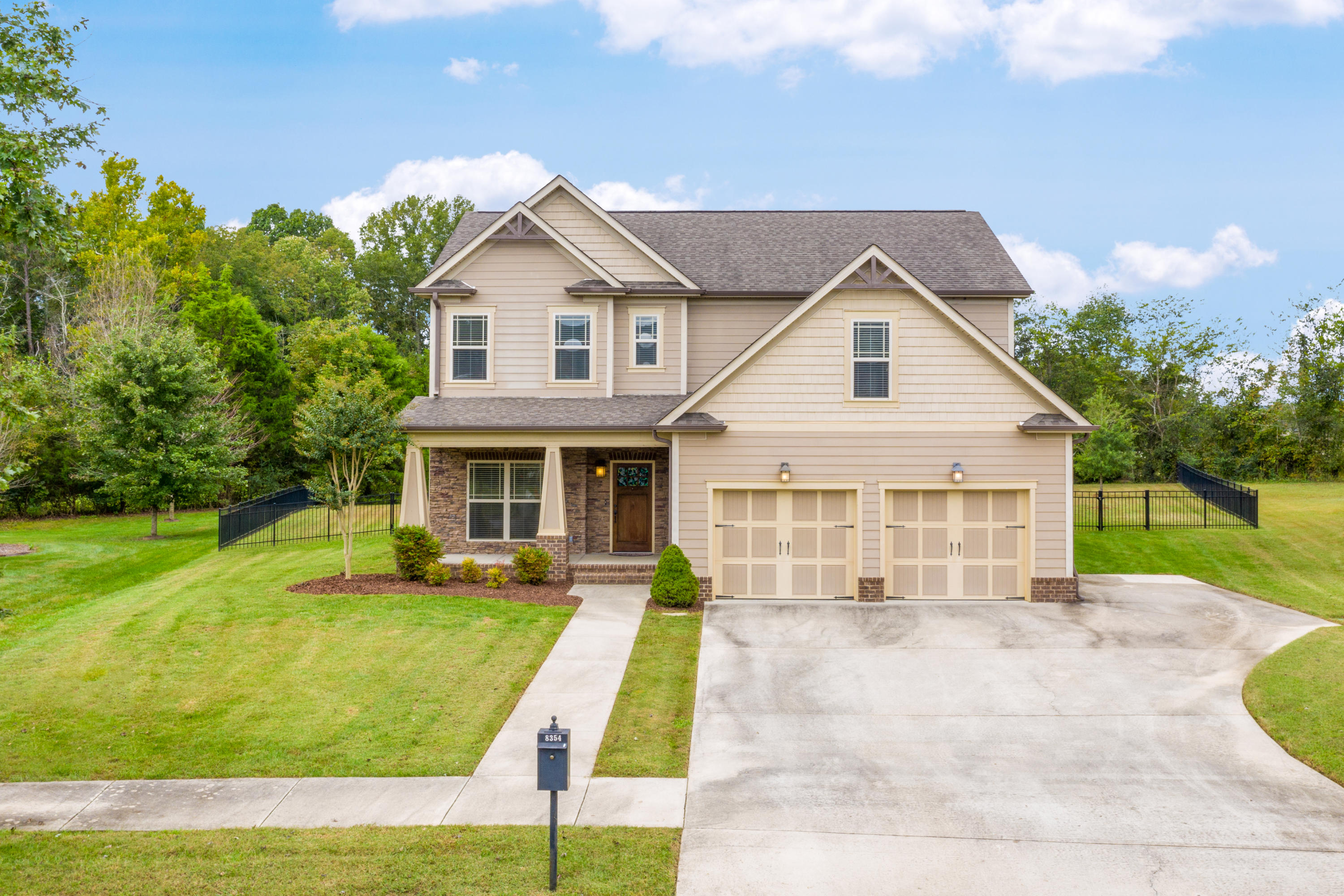 8354 Front Gate Cir, Ooltewah, TN 37363