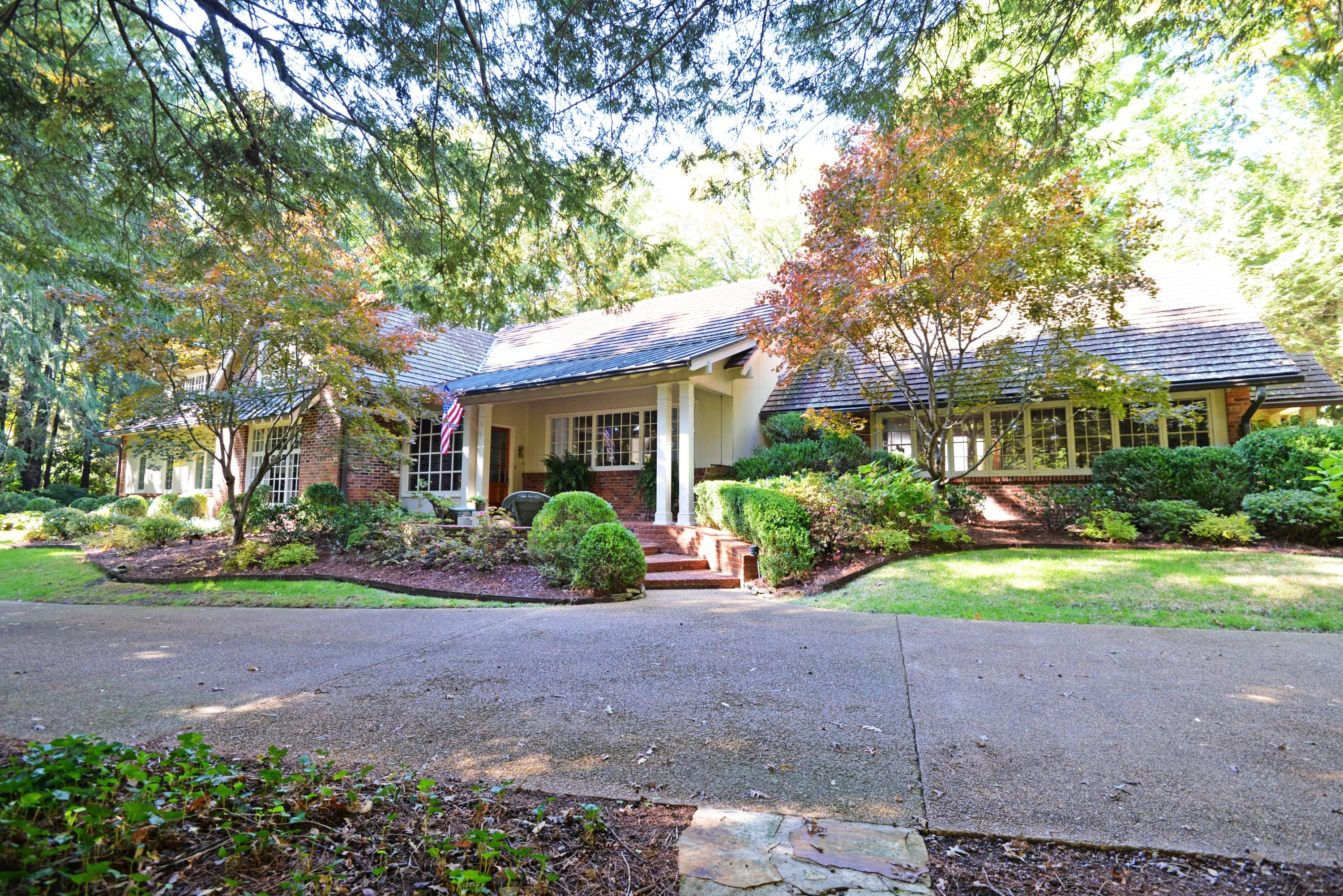 1001 Scenic Hwy, Lookout Mountain, TN 37350