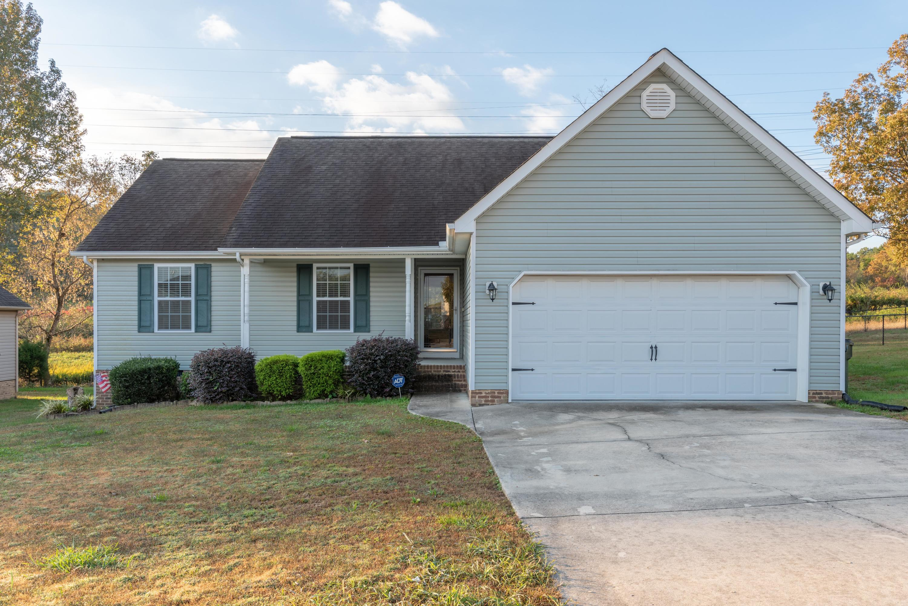 304 Battle Bluff Dr, Rossville, GA 30741