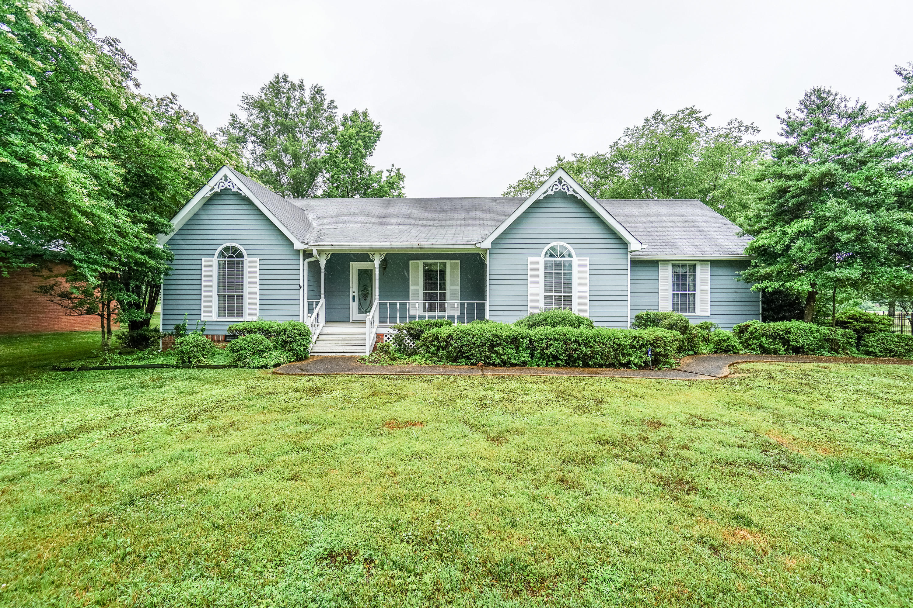 438 Valleybrook Rd, Hixson, TN 37343