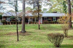 301 Whispering Pines Ln, Lafayette, GA 30728